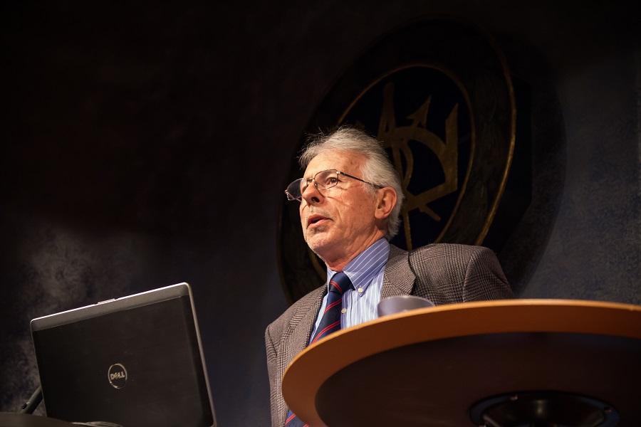 Kevin MacDonald föreläser i Stockholm den 18 april